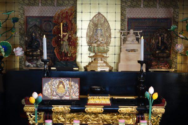 別殿(葬儀会場)の仏様DSC02979